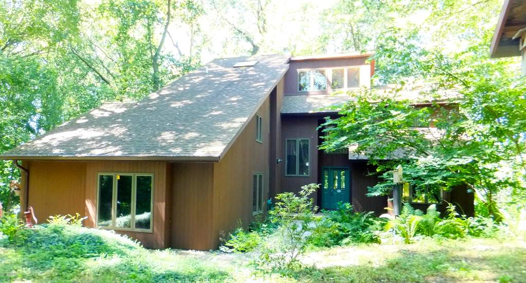 10675 singer lake baroda michigan 49101 is off market for The family room kouts in