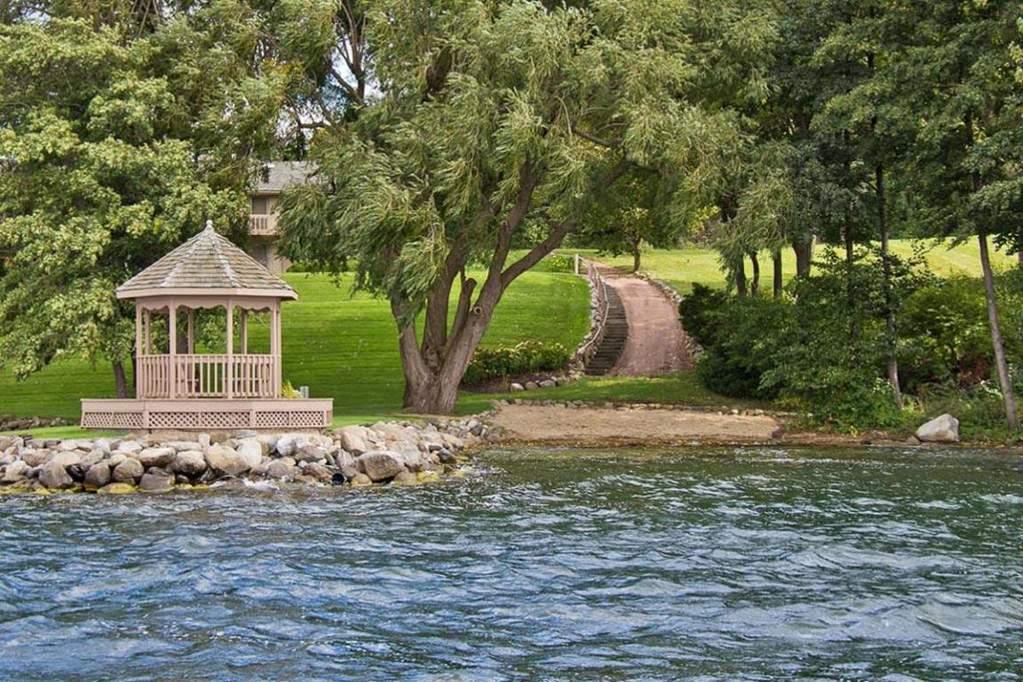 1120 s lake shore dr 1 4 lake geneva wi 53147 properties. Black Bedroom Furniture Sets. Home Design Ideas